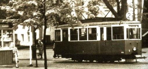 Tramwaj linii 2 pod Teatrem Jaracza