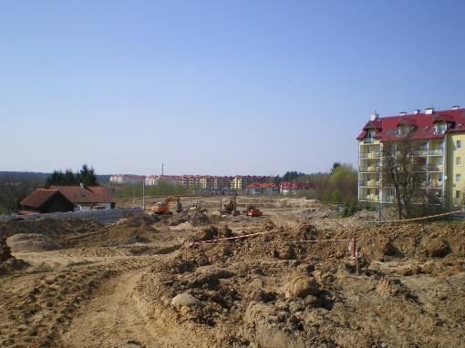Budowa alei Sikorskiego (po prawej blok przy ulicy Jarockiej 74b)