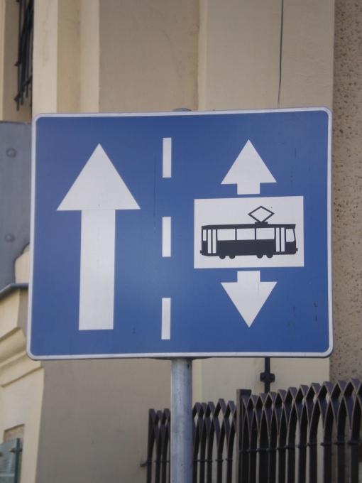 Samochód w jedną stronę, tramwaj w obie