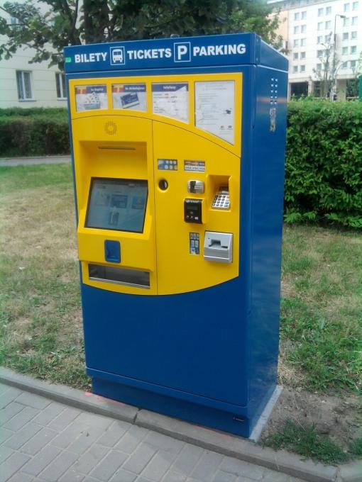 Automat do sprzedaży biletów na warszawskim przystanku Muranowska