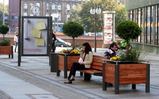 Meble miejskie na ulicy Oławskiej we Wrocławiu