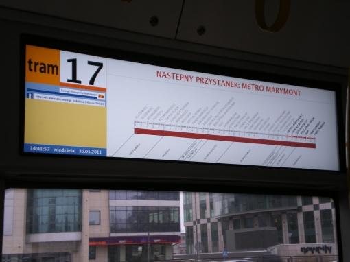 """Wewnętrzna elektroniczna tablica kierunkowa w Pesie Swing (""""Następny przystanek"""")"""
