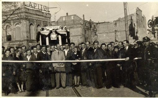 Otwarcie linii tramwajowej po powojennej odbudowie (30 kwietnia 1946)