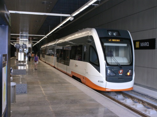 Tramwaj na podziemnym przystanku Marq w Alicante