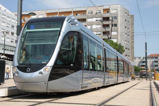 Alstom Citadis 302 na przystanku końcowym Arènes w Tuluzie