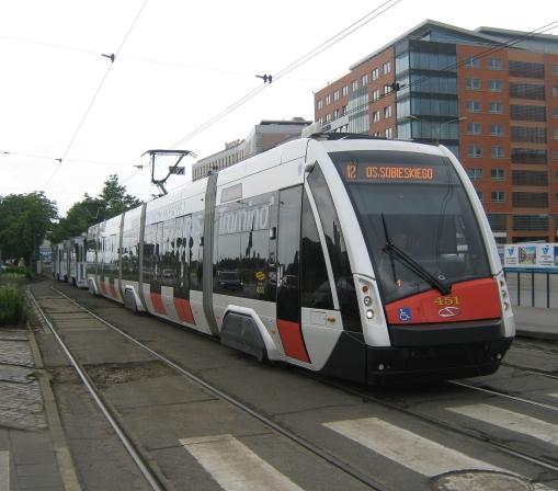 Prototypowy Solaris Tramino S100 na ulicy Roosevelta w Poznaniu