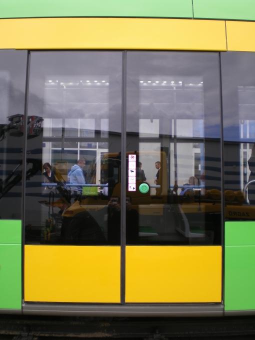 Drzwi podwójne (dwustrumieniowe) w Solarisie Tramino