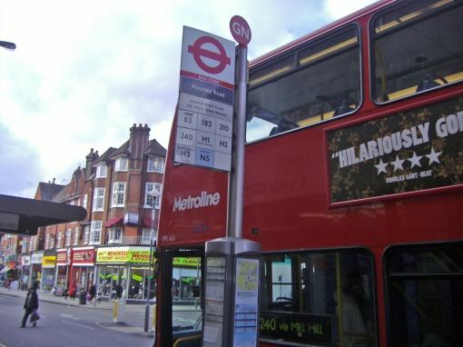 Przystanek autobusowy Finchley Road w Londynie