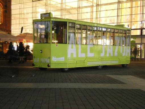 Autobus przebrany za tramwaj