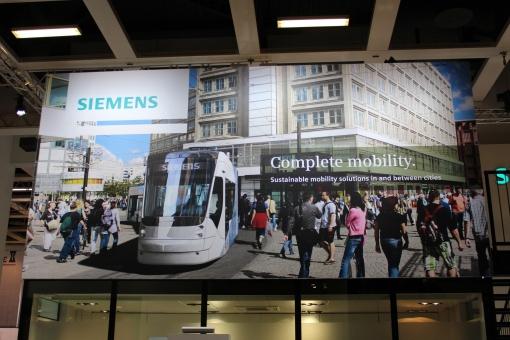 Siemens Avenio na billboardzie Siemensa podczas targów InnoTrans 2012