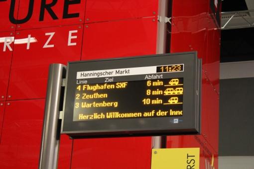 Tablica informacji przystankowej firmy Verkehrsautomatisierung Berlin