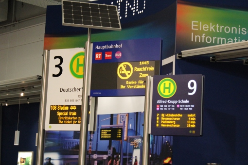 Tablice informacji pasażerskiej firmy Lumino