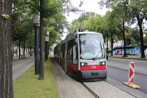 Tramwaj Siemens ULF na Burgring w Wiedniu