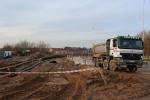 Hiszpańska ciężarówka na budowie linii tramwajowej przy ulicy Płoskiego (2 grudnia 2012)
