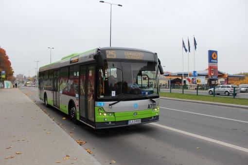 Solbus SM12 odjeżdża z przystanku Sikorskiego