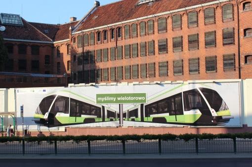 Reklama projektu tramwajowego na murze Aresztu Śledczego