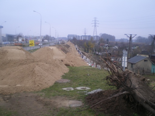 Budowa linii tramwajowej przy alei Sikorskiego - okolice skrzyżowania z ulicą Dywizjonu 303 (16 listopada 2014)