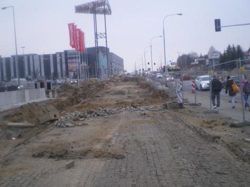 Budowa linii tramwajowej przy alei Sikorskiego - okolice skrzyżowania z ulicą Wańkowicza (16 listopada 2014)