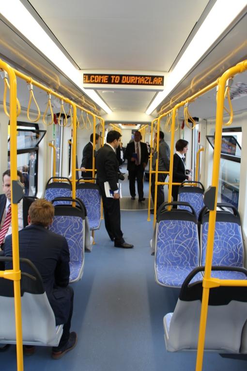 Wnętrze tramwaju wysokoperonowego (Stadtbahn) Durmazlar Durmaray