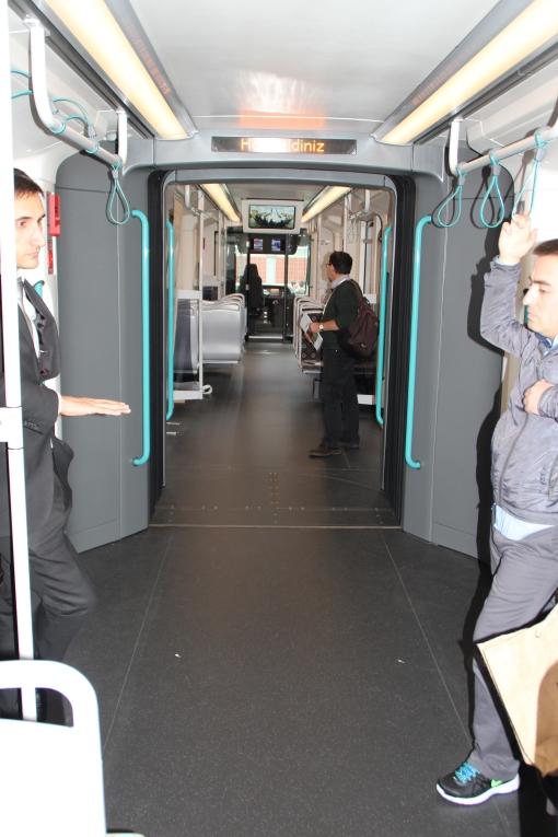 Wnętrze tramwaju własnej marki wyprodukowanego przez stambulskiego przewoźnika İstanbul Ulaşım