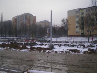 Słup trakcji tramwajowej na ulicy Dworcowej (22 stycznia 2015)