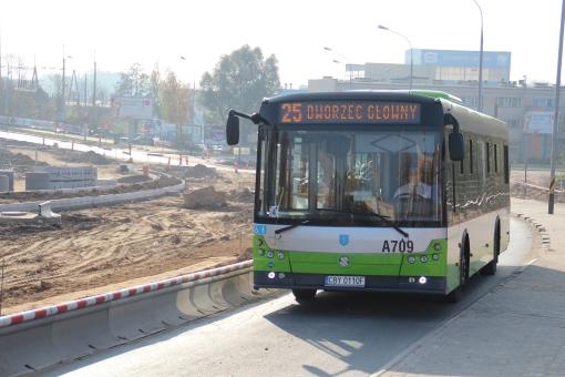 Solbus SM12 na początkowym odcinku alei Sikorskiego