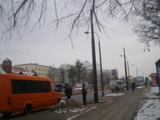 Słupy trakcji tramwajowej przy ulicy Dworcowej (4 lutego 2015)