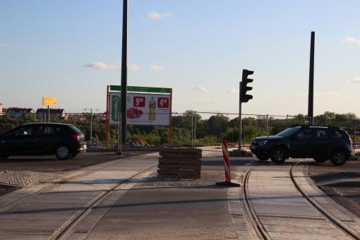 Budowa linii tramwajowej na skrzyżowaniu ulic Płoskiego, Witosa i Bukowskiego (15 czerwca 2015)