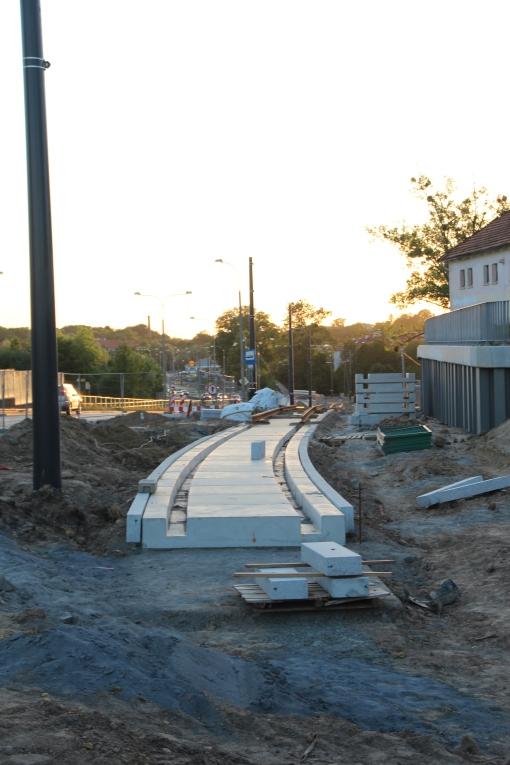 Budowa linii tramwajowej przy ulicy Tuwima (15 czerwca 2015) - przystanek Pozorty