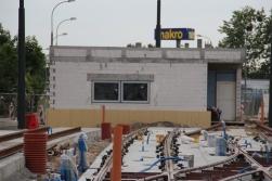 Budowa linii tramwajowej w ulicy Lubelskiej (18 czerwca 2015) - budynek socjalny dla motorniczych przy przystanku końcowym Dworzec Główny