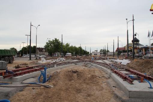 Budowa linii tramwajowej na placu Konstytucji 3 Maja (18 czerwca 2015) - tory odstawcze przy przystanku końcowym Dworzec Główny