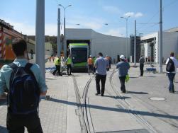 Solaris Tramino Olsztyn #3001 wciągany do hali postojowej zajezdni tramwajowej (12 czerwca 2015)