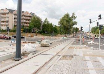 Budowa linii tramwajowej na skrzyżowaniu alei Sikorskiego z ulicami Wilczyńskiego i Płoskiego (12 lipca 2015)
