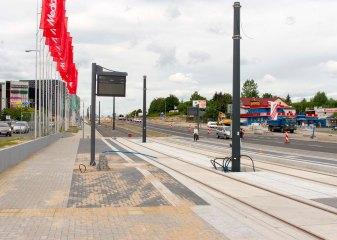 Budowa linii tramwajowej przy alei Sikorskiego (12 lipca 2015) - przystanek Real
