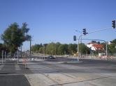 Budowa linii tramwajowej na skrzyżowaniu alei Sikorskiego z ulicami Płoskiego i Wilczyńskiego (15 sierpnia 2015)