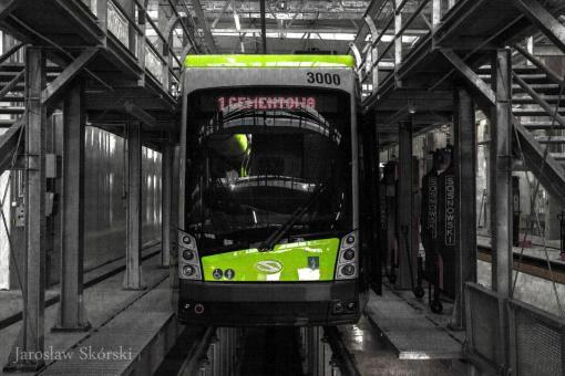 Solaris Tramino Olsztyn S111O #3000 w hali warsztatowej zajezdni tramwajowej (28 sierpnia 2015)