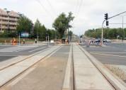 Budowa linii tramwajowej na skrzyżowaniu alei Sikorskiego z ulicami Płoskiego i Wilczyńskiego (16 września 2015)