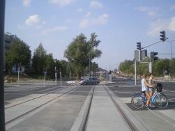 Budowa linii tramwajowej na skrzyżowaniu alei Sikorskiego z ulicami Płoskiego i Wilczyńskiego (1 września 2015)