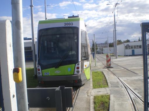 Solaris Tramino Olsztyn S111O #3003 na torze testowym w zajezdni tramwajowej