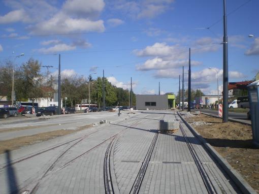 Budowa linii tramwajowej w ulicy Lubelskiej (21 września 2015) - tory odstawcze i budynek socjalny dla motorniczych przy przystanku końcowym Dworzec Główny