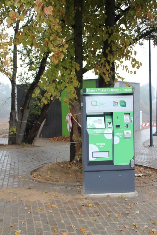 Budowa linii tramwajowej przy ulicy Tuwima (18 października 2015) - biletomat przy przystanku końcowym Uniwersytet-Prawocheńskiego
