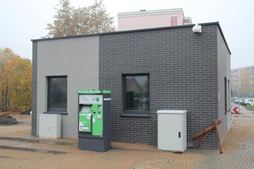 Budowa linii tramwajowej przy ulicy Witosa (18 października 2015) - budynek socjalny dla motorniczych przy przystanku końcowym Kanta