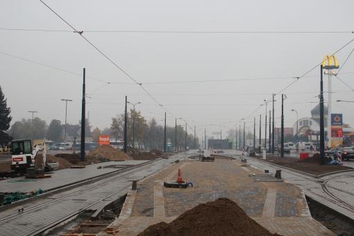 Budowa linii tramwajowej na placu Konstytucji 3 Maja (18 października 2015) - przystanek końcowy Dworzec Główny