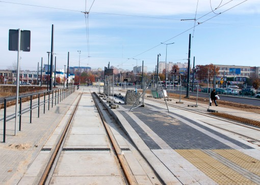 Linia tramwajowa przy ulicy Tuwima (31 października 2015) - przystanek Galeria Warmińska