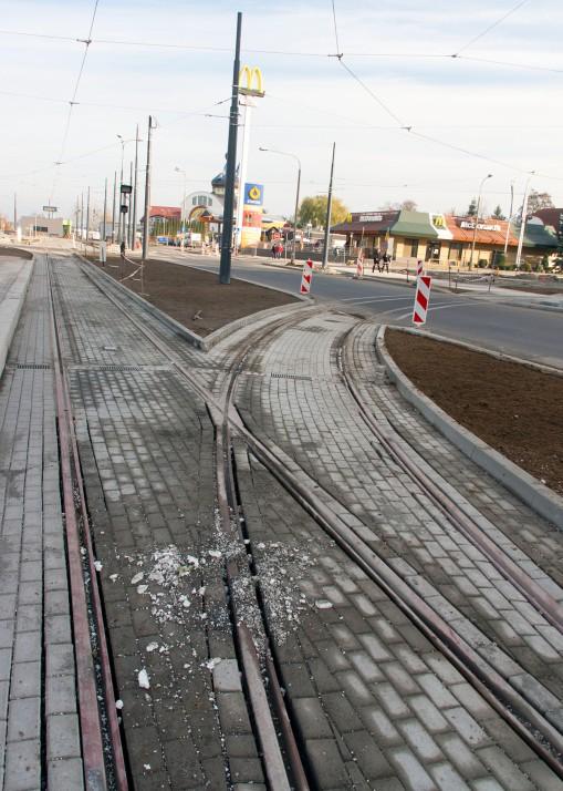 Linia tramwajowa na placu Konstytucji 3 Maja (31 października 2015) - zjazd na tor techniczny do zajezdni