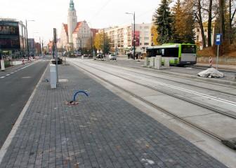Linia tramwajowa w alei Piłsudskiego (31 października 2015) - przystanek autobusowo-tramwajowy Centrum