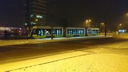 Solaris Tramino Olsztyn S111O #3001 na przystanku końcowym Dworzec Główny podczas trzeciego przejazdu próbnego (23 listopada 2015)