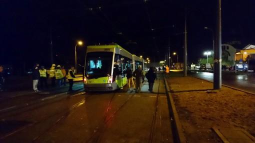 Solaris Tramino Olsztyn S111O #3001 na torach odstawczych przy przystanku Dworzec Główny podczas pierwszego przejazdu próbnego (19 listopada 2015)