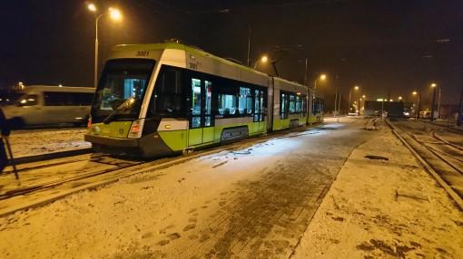 Solaris Tramino Olsztyn S111O #3001 na torach odstawczych przy przystanku końcowym Dworzec Główny podczas trzeciego przejazdu próbnego (23 listopada 2015)