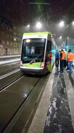 Solaris Tramino Olsztyn S111O #3001 na przystanku Skwer Wakara podczas trzeciego przejazdu próbnego (23 listopada 2015)